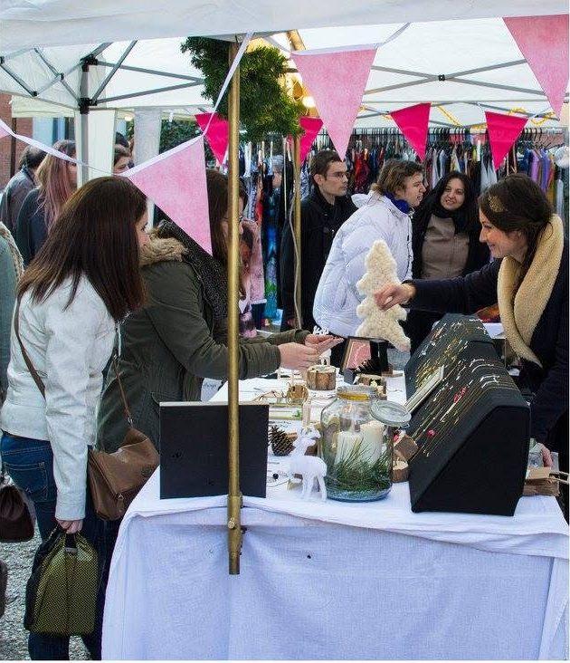 photo marché de Noël créative pink à Toulouse avec des stands de maroquinerie, mode, accessoires, joaillerie, papeterie
